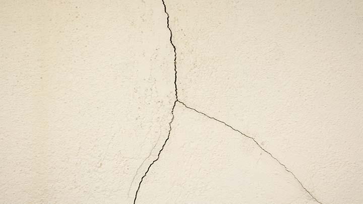 Como identificar trincas na parede