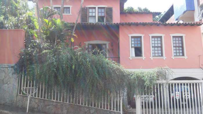 Foto Casa de 5 quartos à venda no Santo Antônio em Belo Horizonte - Imagem