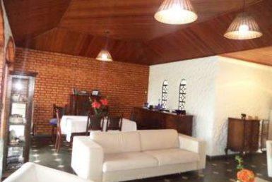Foto Casa de 5 quartos para alugar no Braúnas em Belo Horizonte - Imagem 01
