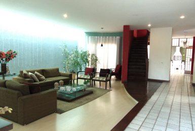 Foto Casa de 5 quartos à venda no Pompéia em Belo Horizonte - Imagem 01