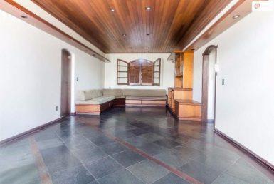 Foto Casa Comercial de 3 quartos à venda no Santo Antônio em Belo Horizonte - Imagem 01