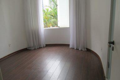 Foto Casa Comercial de 6 quartos à venda no Lourdes em Belo Horizonte - Imagem 01