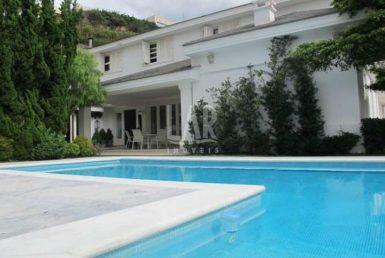 Foto Casa de 5 quartos para alugar no Belvedere em Belo Horizonte - Imagem 01