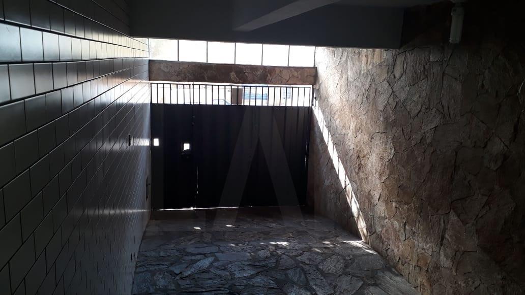 Foto Casa de 4 quartos para alugar no Graça em Belo Horizonte - Imagem 02