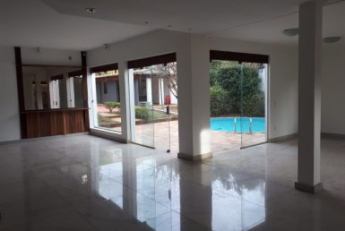 Foto Casa de 4 quartos para alugar no Belvedere em Belo Horizonte - Imagem 01