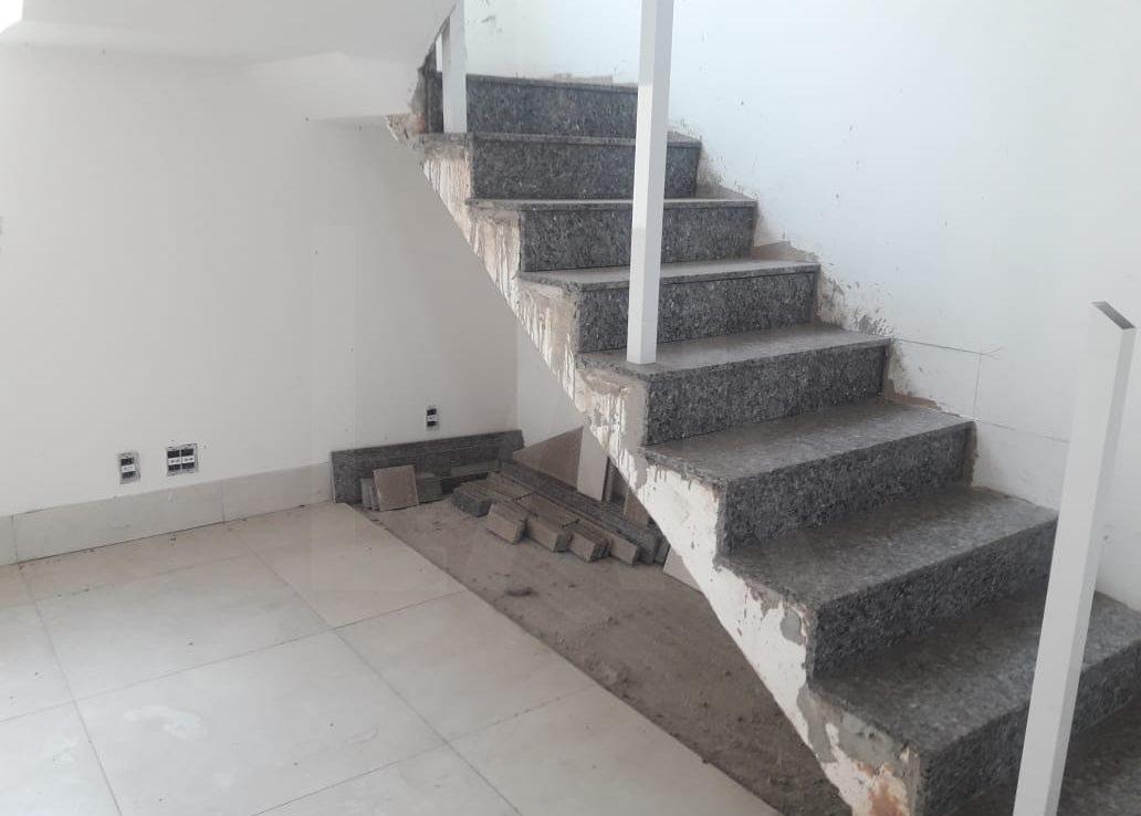 Foto Casa Geminada de 2 quartos à venda no OURO PRETO em Belo Horizonte - Imagem 03
