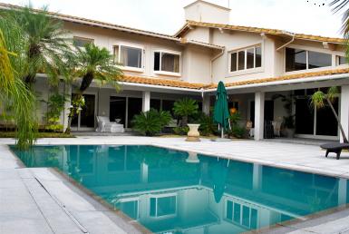 Foto Casa de 5 quartos à venda no Santa Lúcia em Belo Horizonte - Imagem 01