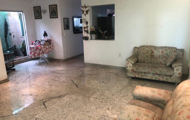 Foto Casa de 6 quartos para alugar no Nova Suiça em Belo Horizonte - Imagem 03