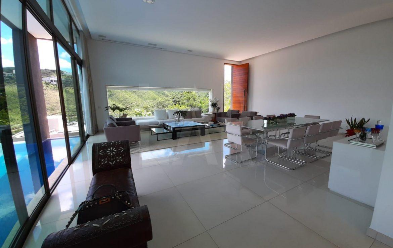 Foto Casa em Condomínio de 4 quartos à venda no Vale dos Cristais em Nova Lima - Imagem 03