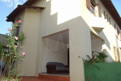 Foto Casa de 6 quartos à venda no Cachoeirinha em Belo Horizonte - Imagem 01