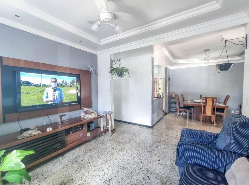 Foto Casa de 6 quartos à venda no Itapoã em Belo Horizonte - Imagem 02