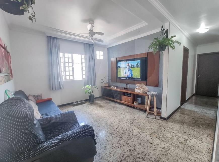 Foto Casa de 6 quartos à venda no Itapoã em Belo Horizonte - Imagem 03