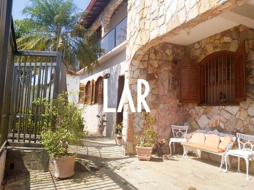 Foto Casa de 6 quartos à venda no Jaraguá em Belo Horizonte - Imagem